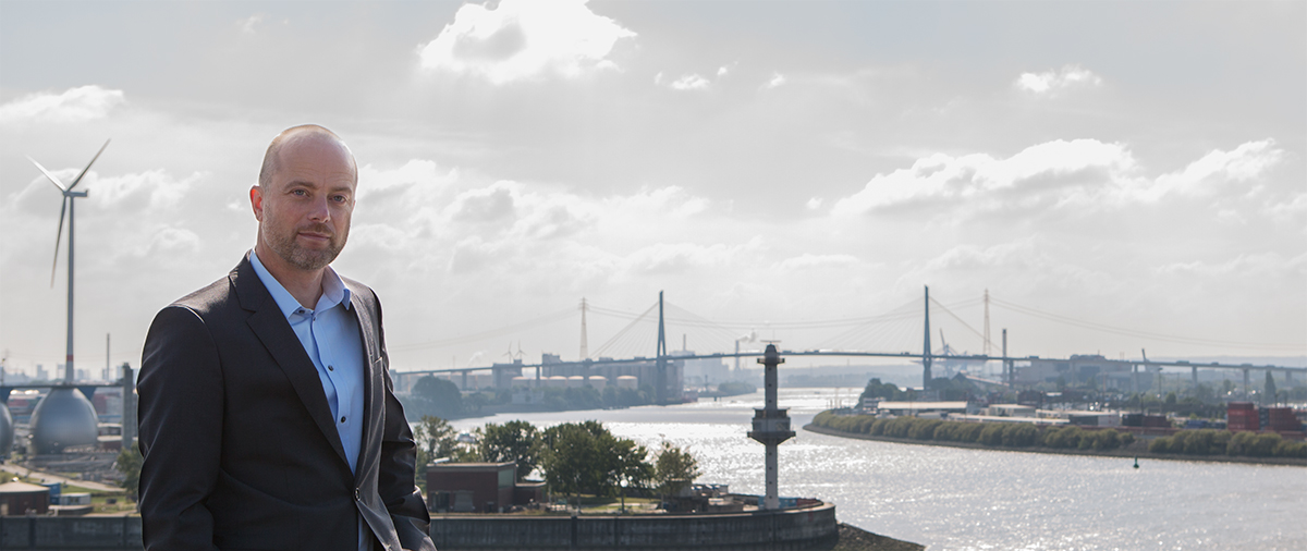 Köhlbrandbrücke Managerportrait, authentisches Managerportrait, Managerfoto Hamburg, Managerportrait Hafen, Vorstand Portrait Köhlbrandbrücke, Geschäftsführerportrait, professionelles Managerportrait, authentisches Vorstandsportrait, Foto Manager Köhlbrandbrücke, Managerfoto