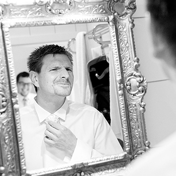 """Der kritische Blick in den Spiegel bevor es """"ernst wird""""..."""