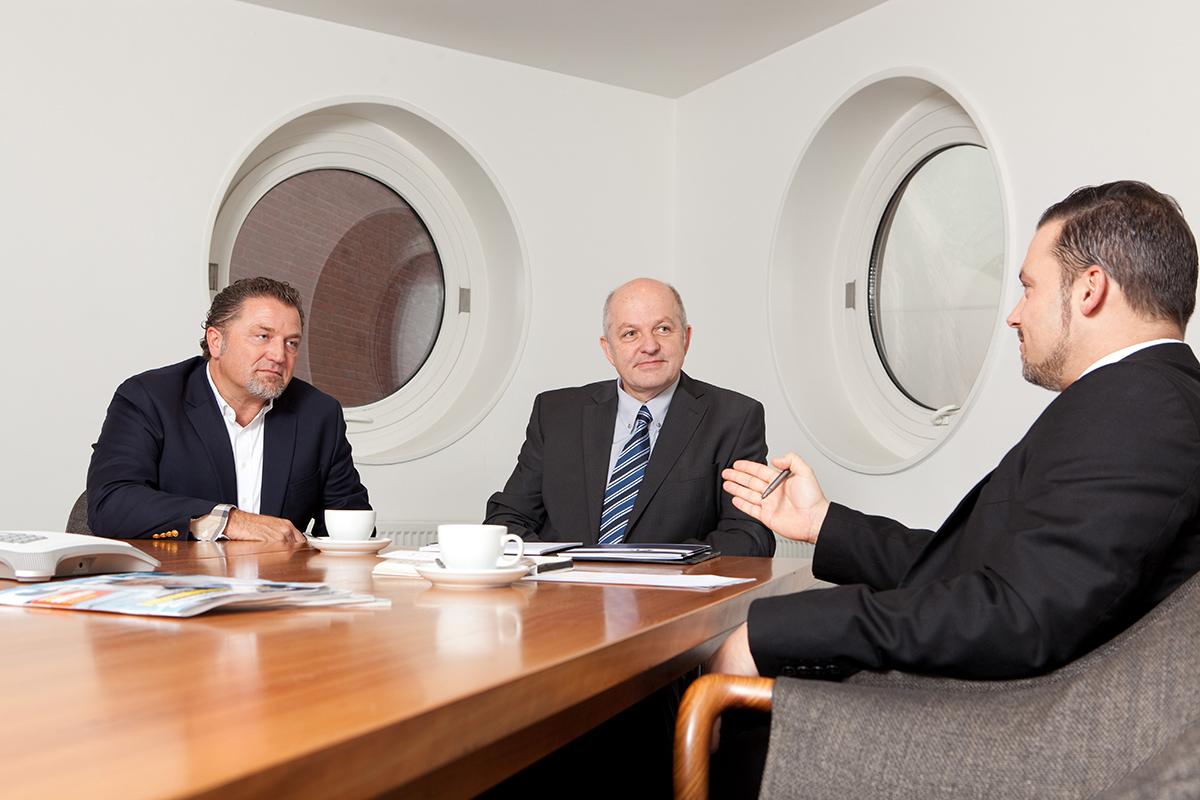 Imagefoto, Imagefoto Hamburg, Imagefotografie Hamburg, Imageportrait, Firmenfotografie Hamburg, Imagefoto Unternehmen, Imageportrait Unternehmen, Unternehmensportrait, Imagefotos Meeting, Imagefoto Diskussion